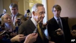 Harry Reid, líder do Senado é um Democrata que se se alinha na política da Casa Branca de aumento de impostos aos ricos