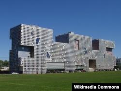 스티븐 홀이 설계한 MIT 학부생을 위한 기숙사 시몬스 홀.