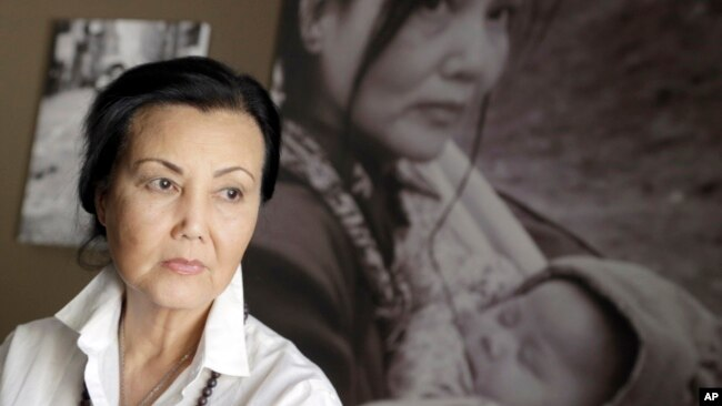 Nữ tài tử Kiều Chinh là một trong những gương mặt nổi bật của điện ảnh miền Nam Việt Nam trước năm 1975. Sang Mỹ định cư, bà trở thành một trong những diễn viên gốc Việt nổi tiếng nhất tại Hollywood.