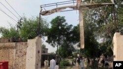 Pakistan'ın kuzeybatısında Taleban militanlarının saldırısına uğrayan cezaevi