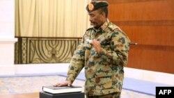 Jenderal Abdel-Fattah Burhan diambil sumpahnya sebagai Dewan Kedaulatan yang beranggotakan 11 orang di Khartoum, Rabu (21/8).