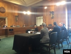 """美中经济与安全审查委员会2018年1月25日举行听证讨论""""一带一路""""倡议对美国战略利益的影响(美国之音许宁拍摄)"""