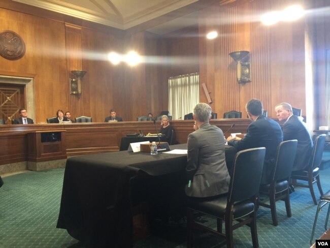 """美中經濟與安全審查委員會2018年1月25日舉行聽證討論""""一帶一路""""倡議對美國戰略利益的影響(美國之音許寧拍攝)"""