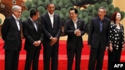 Obama APEC Zirvesi için Japonya'da bulunuyor