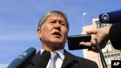 G'arb matbuoti talqinicha, Almaz Atambayev ma'muriyati janub ustidan nazoratni qo'lga olishga urinar ekan, O'shdagi oppozitsiya kuchli, mustaqil ekanini namoyish qilmoqchi
