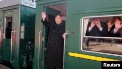 Lãnh đạo Triều Tiên lên tàu khởi hành từ Bình Nhưỡng sang dự hội nghị thượng đỉnh tại Hà Nội.