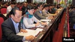 Quốc hội Việt Nam nhấn nút bầu thông qua hiến pháp mới