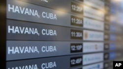 Algunas aerolíneas llevan años volando a la isla pero con vuelos en nombre de compañías chárter, como American Airlines, que prevé cerrar el año con unos 1.200 vuelos chárter a Cuba, un 9 % más que en 2014.