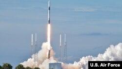 美國2019年7月25日發射一枚火箭(美國空軍照片)