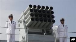 中国护卫舰运城号 2012年4月30日访问香港 (AP)