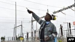 Un ingénieur à la centrale thermique d'Azito, Cote d'Ivoire, 14 septembre 2016.