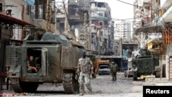 Lebanese army soldiers deployed to tighten security patrol the streets of Tripoli after clashing with Islamist gunmen, northern Lebanon, Oct. 27, 2014.