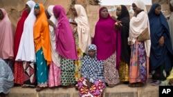 2015年3月28日尼日利亚人等候投票