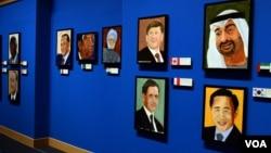 Lukisan-lukisan para pemimpin dunia karya George W. Bush di Perpustakaan Kepresidenan George Bush di Dallas, Texas, (4/4/2014).