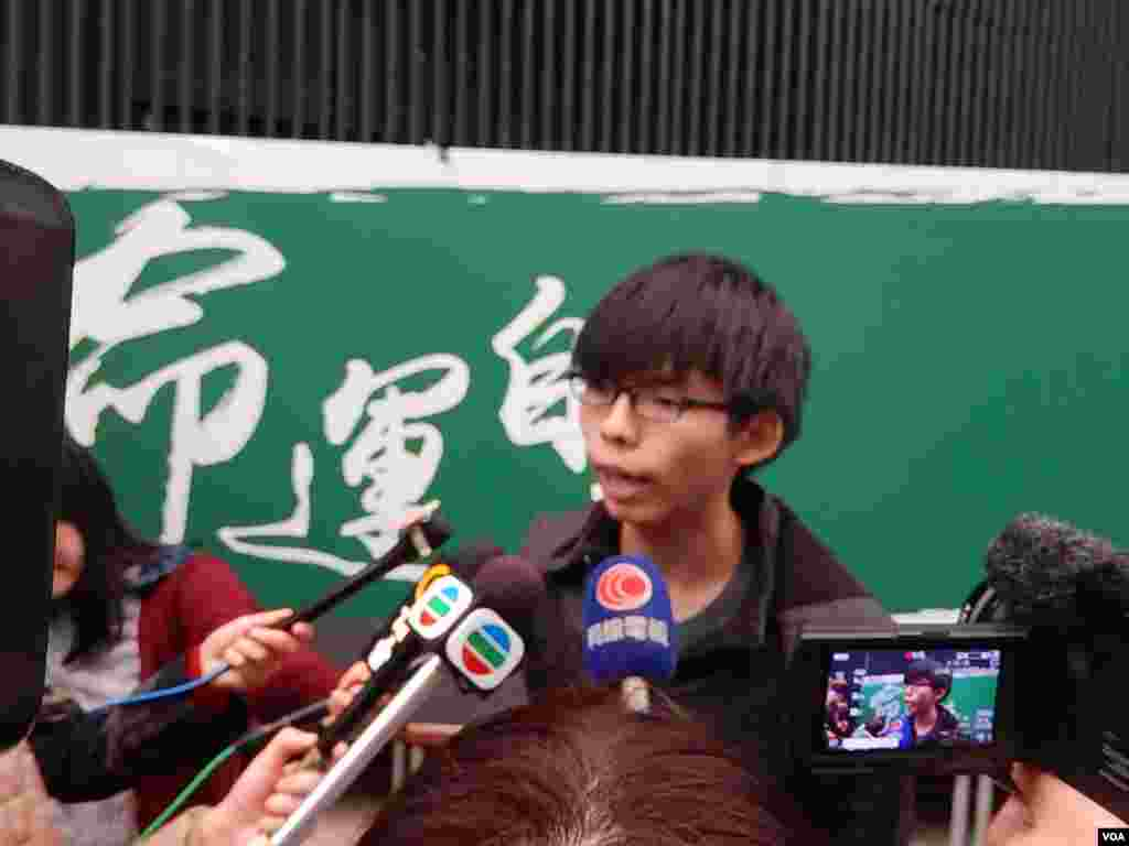 Student leader Josh Wong says he doesn't want to see a tit-for-tat conflict between students and police when authorities clear protest sites in Hong Kong, Dec. 9, 2014. (Iris Tong/VOA)