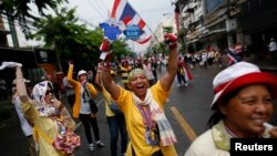 Anti-government protesters marching in the city center celebrate shortly after a Thai court delivered its verdict on Prime Minister Yingluck Shinawatra, in Bangkok, May 7, 2014.
