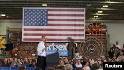 Khi đọc diễn văn này hôm thứ sáu tại một xưởng sản xuất đồ chơi ở tiểu bang Pennsylvania, ông Obama hối thúc dân chúng liên lạc với các đại biểu của mình ở quốc hội để nói cho họ biết về ảnh hưởng của việc mất đi 2.000 đô la