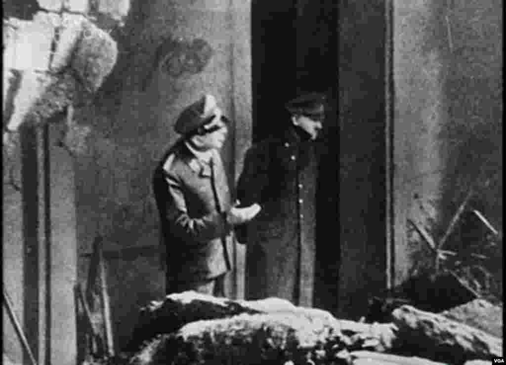 Adolf Hitlerin son məlum fotosu. 30 aprel, 1945. Öldüyü gün.