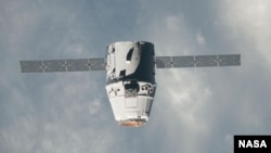 The SpaceX Dragon commercial cargo craft approaches the International Space Station on May 25, 2012 for grapple and berthing. (file photo)