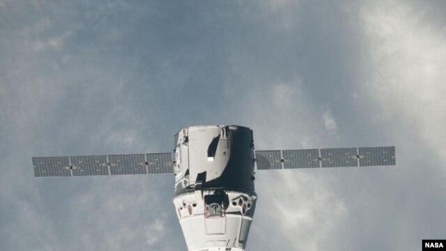 Phi thuyền không người lái Dragon của công ty SpaceX