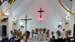 Igreja Católica tem afastado padres que se envolvem em política