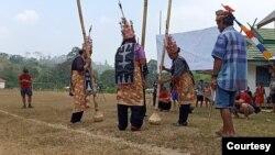 Masyarakat Adat Laman Kinipan dalam sebuah Festival Laman Dayak Tomun Kinipan 2019. Foto : Aliansi Masyarakat Adat Nusantara (AMAN)