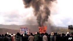 四月時藏族喇嘛為彭措送舉行火葬