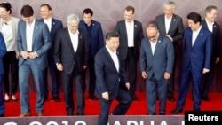 参加亚太经合会的各国领导人准备合影(资料图)
