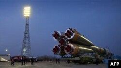 Hỏa tiễn Soyuz TMA-20 tại bệ phóng ở Baikonur, Kazakhstan, 13/12/2010