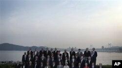 Ministri financija zemalja članica grupe G-20, na sastanku guvernera banaka u Busanu, Južna Koreja, 4. lipnja 2010. (AP Photo/Andy Wong)