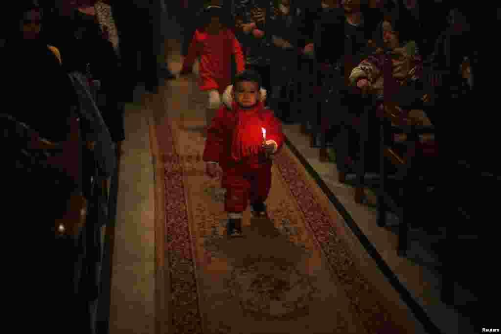 Рождественская служба в православном храме в Газе (Палестинская автономия)