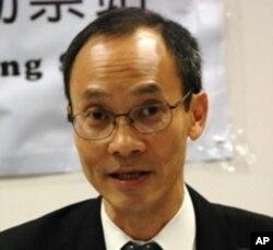香港大學民意研究計劃總監鍾庭耀