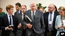 El presidente pro témpore del Senado, el demócrata Patrick Leahy, se reunió a puerta cerrada con funcionarios de inteligencia.