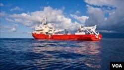 Un navire recherche le vol MH370