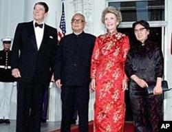李先念和夫人1985年访美期间与里根夫妇在白宫