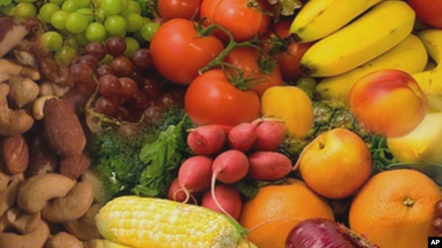 Eating brightly-colored fruit and vegetables, which are rich in anti-oxidants, may help prevent or slow the development of ALS, according to a new study.