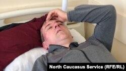 Сиражутдин Дациев после нападения на него. Photo: North Caucasus Service (RFE/RL)