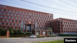 چین کے شہر ووہان میں قائم انسٹی ٹیوٹ آف وائرلوجی کی عمارت، جہاں وائرسوں پر تحقیق کی جاتی ہے۔