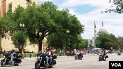 滚雷摩托车队开过美国国会和美国印第安人博物馆(2016年5月29日)