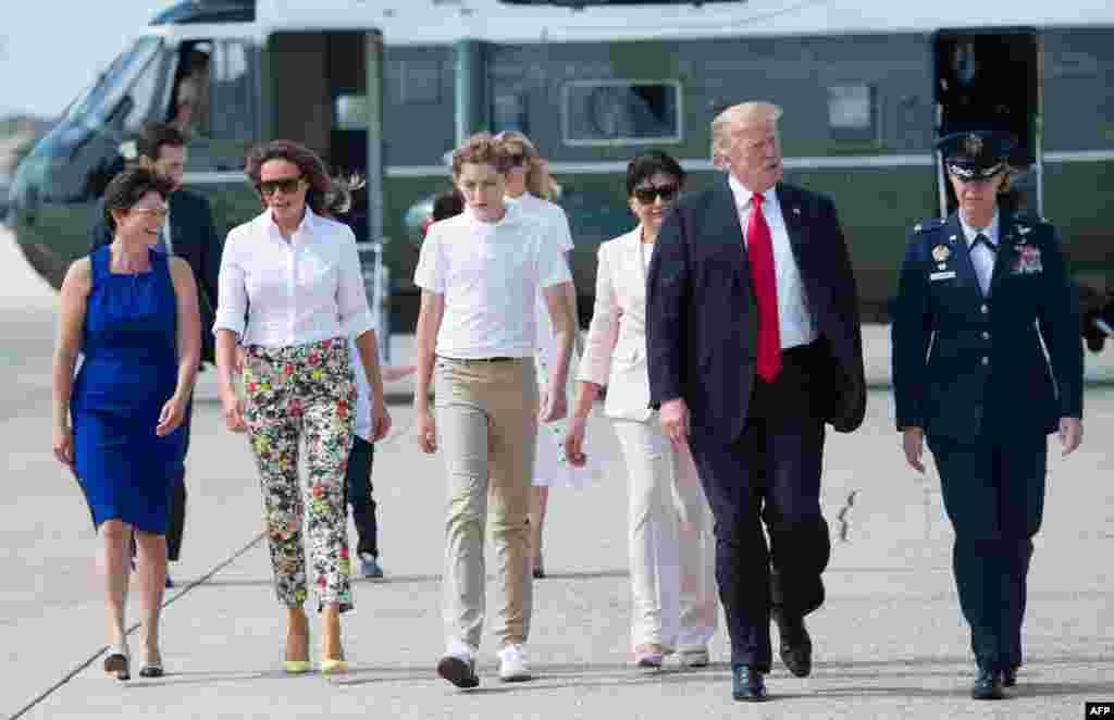 پرزیدنت ترامپ همراه خانواده خود برای سپری کردن آخر هفته به بدمینستر نیوجرسی رفت.