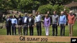 Para pemimpin dunia peserta KTT G8 di Camp David (19/5). Dari kiri: Pres.JM Barosso, Pres.Dmitry Medvedev, PM.Yoshihiko Noda, PM.Stephen Harper, Pres.F.Hollande, Pres.Barack Obama, Kanselir Angela Merkel, PM.David Cameron, PM.Mario Monti dan Pres.HV Rompu