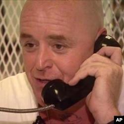 مارک سٹرومین جیل میں ایک وزیٹر سے بات کررہا ہے۔ اسکے کچھ ہی دنوں بعد اسکی سزائے موت پر عمل درامد کردیا گیا۔
