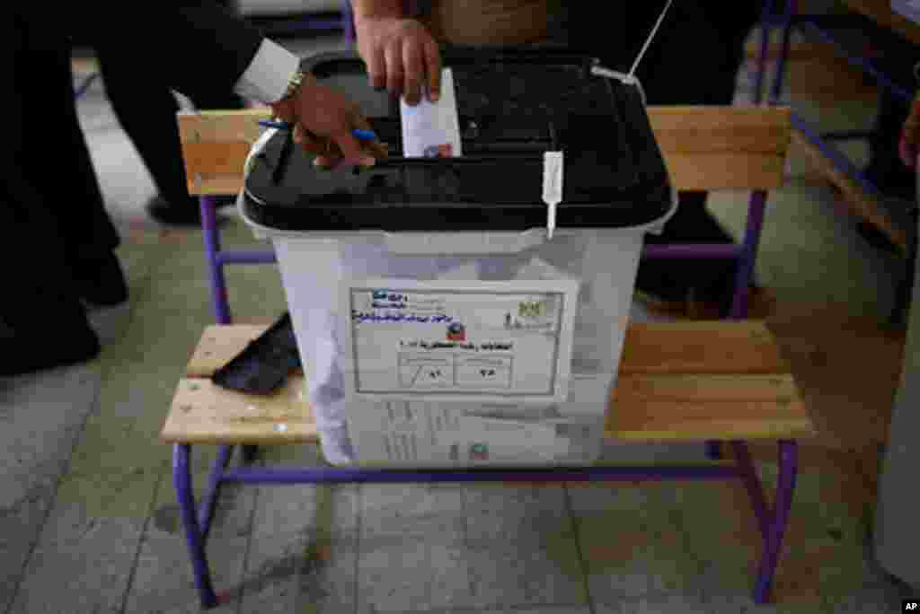 Egyptians hope the results will be transparent. (Y. Weeks/VOA)