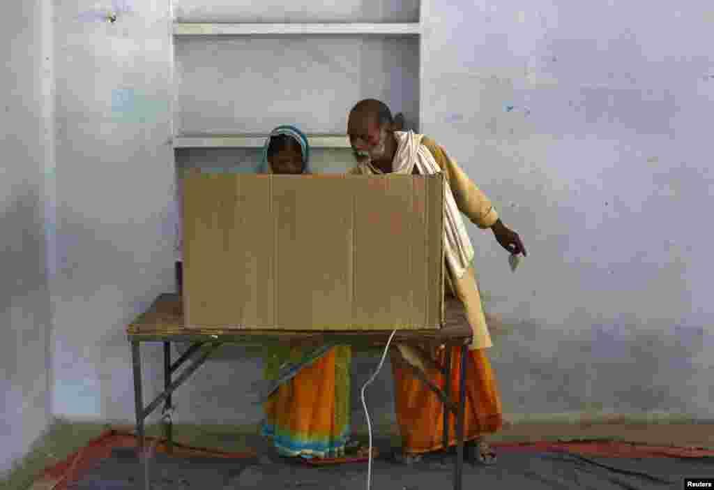 بھارت میں عام انتخابات کا آغاز سات اپریل کو ہوا تھا جب کہ ووٹنگ کی گنتی 16 مئی کو ہو گی۔