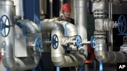 2004年5月24日中石油吉林石化公司炼油厂(资料照片)