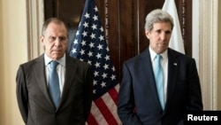 U.S. Secretary of State John Kerry (R) and Russia's FM Sergei Lavrov before their meeting at the residence of the U.S. ambassador in London, March 14, 2014.