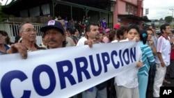 Menurut Transparency International, sebagian besar negara mempunyai masalah korupsi yang serius (foto: dok).
