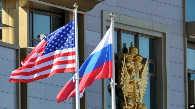 Việt Nam năm nay kỷ niệm 65 năm quan hệ ngoại giao với Nga và đánh dấu 20 năm bình thường hóa quan hệ với cựu thù Mỹ.