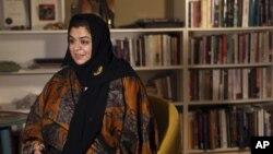 Dr. Haifa al-Hababi, salah seorang kandidat perempuan dalam pemilihan dewan kotamadya ketika diwawancara oleh Associated Press di Riyadh, 11 Desember 11 2015.