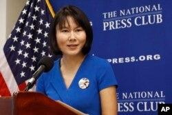 王夕越的妻子曲驊2019年8月8日在王被伊朗拘押三週年之際在華盛頓國家記者俱樂部發表講話。